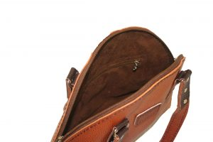 کیف دوشی دست دوز چرمی زنانه مدل D0-9602